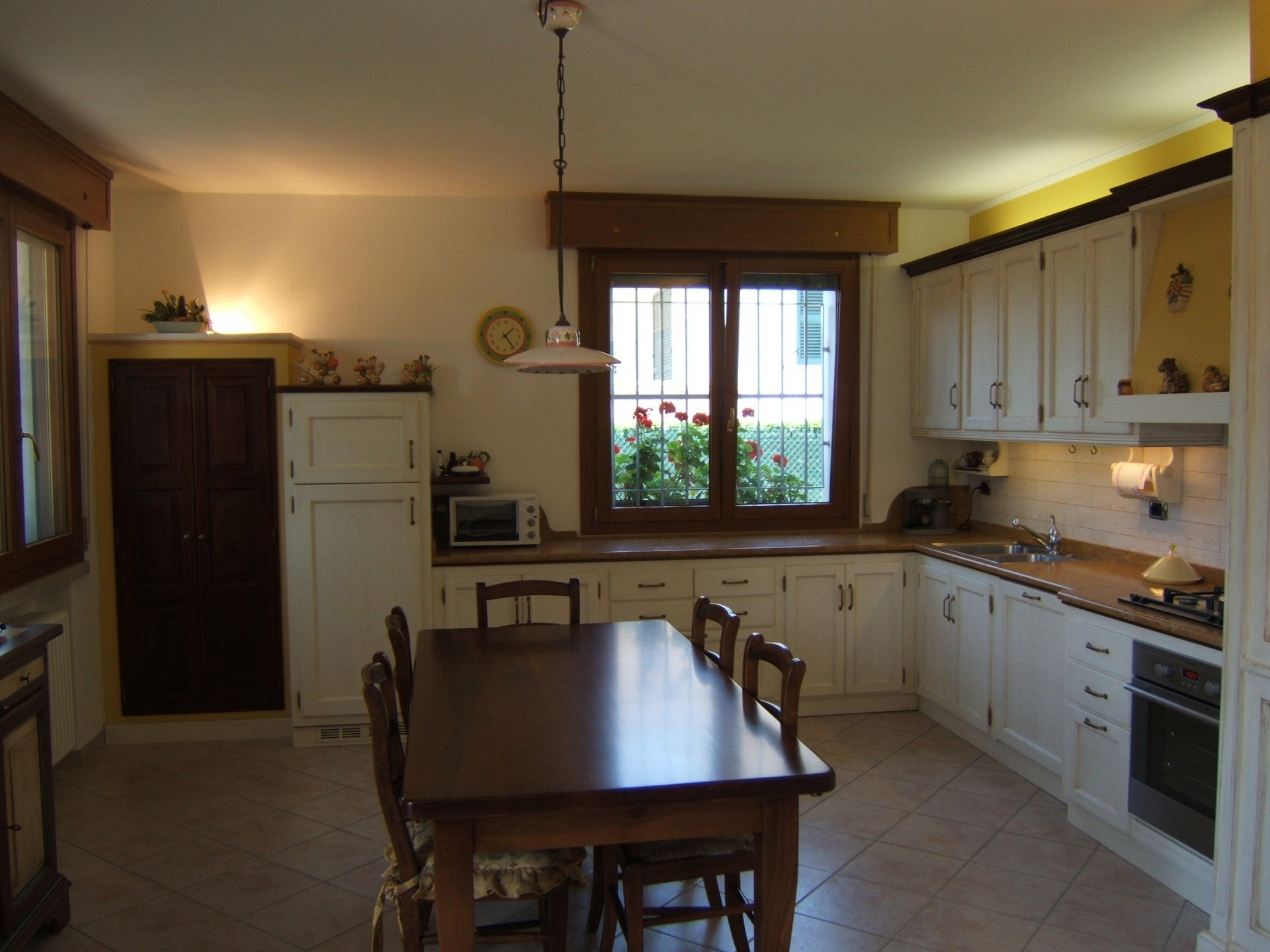 Cucina con boiserie laccata fadini mobili cerea verona - Cucine country milano ...