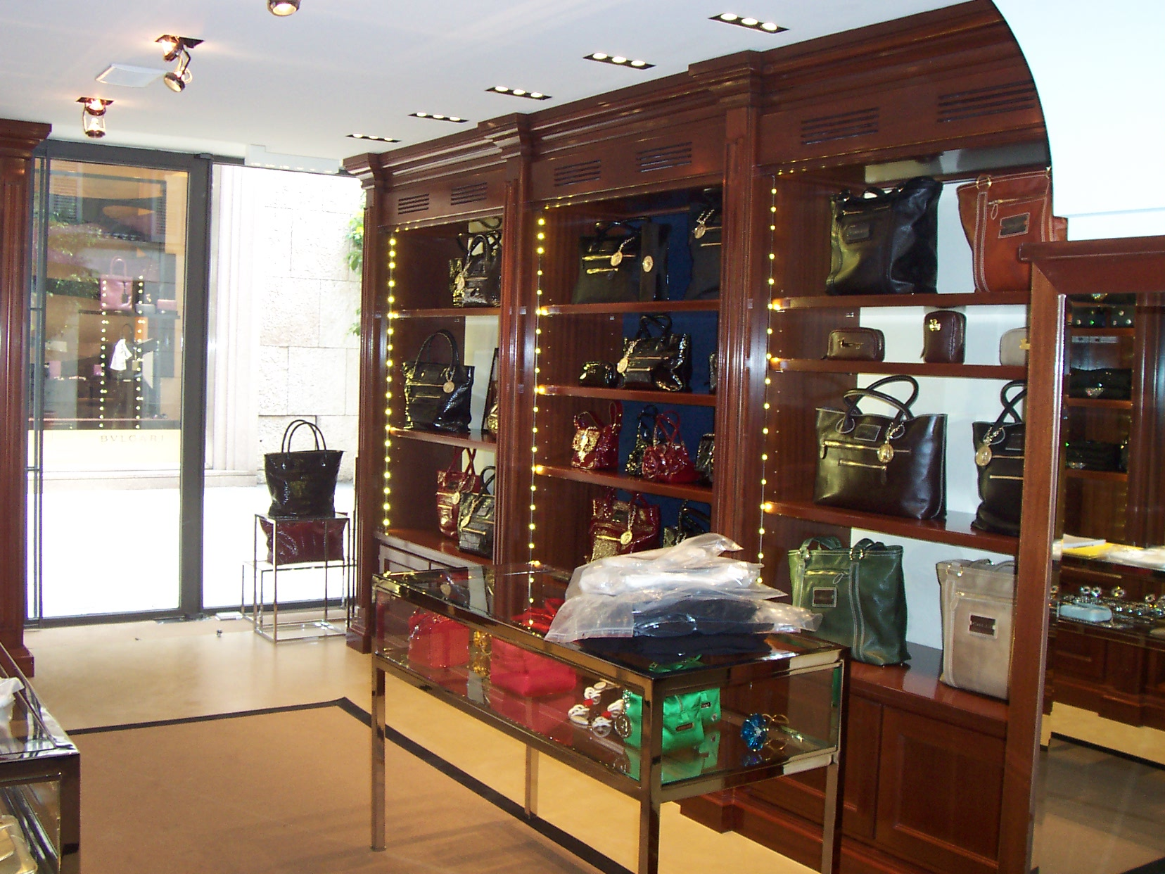 Arredamento Negozi In Legno : Arredamento per negozio in legno. fadini mobili cerea verona