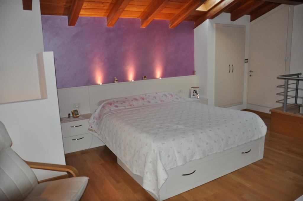 Armadi su misura letti su misura fadini mobili cerea verona for Armadio moderno camera da letto