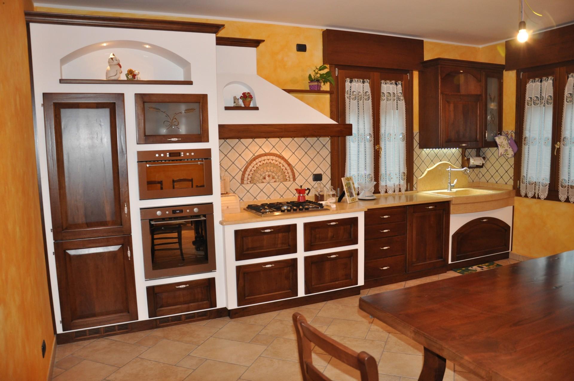 Cucina in muratura cartongesso for Disegni di casa piano aperto