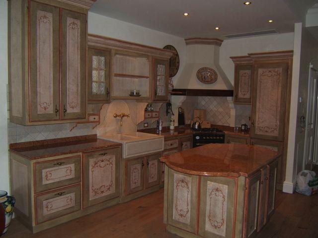 Cucina in legno laccato su misura a Modena
