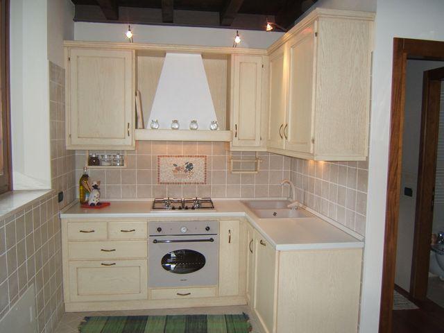 Cucina in legno laccato fadini mobili cerea verona - Cucine angolari piccole dimensioni ...