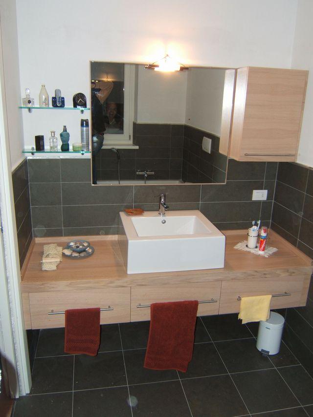 Mobile per bagno moderno in legno a Milano