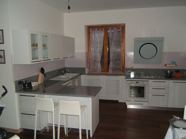 Cucina costruita in legno di rovere su misura fadini mobili cerea verona for Colori di cucine moderne