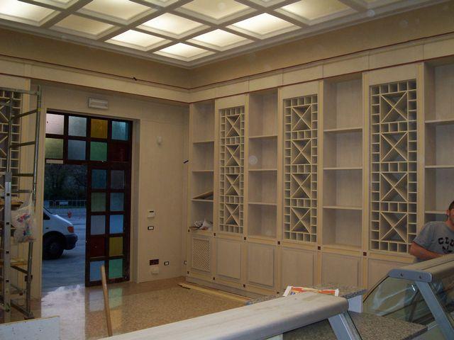 Arredamento per enoteca in legno fadini mobili cerea verona for Arredamento enoteca wine bar