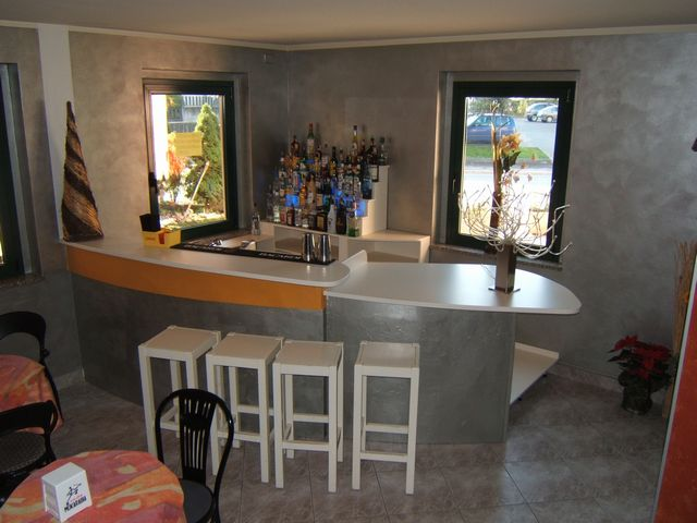 Bancone per bar in legno fadini mobili cerea verona for Bancone con angolo