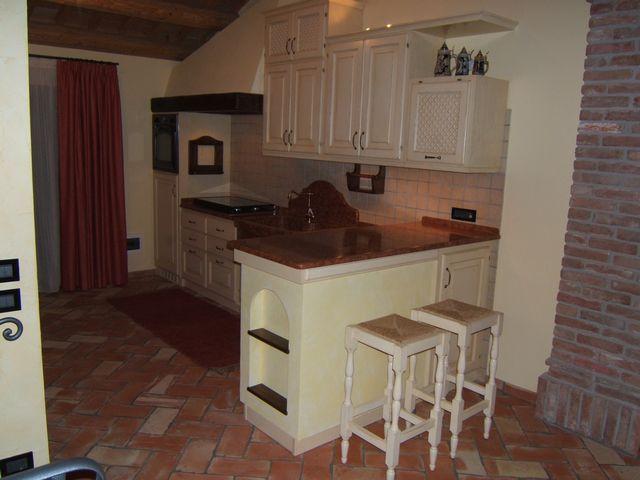 Cucina rustica con penisola fadini mobili cerea verona - Cucine in muratura con isola ...