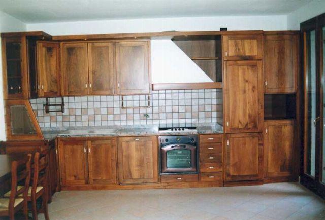 Cucina su misura in legno a Verona