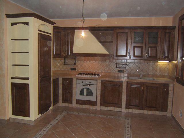 Cucina rustica in muratura costruita artigianalmente su misura in legno fadini mobili cerea verona - Cucina rustica muratura ...