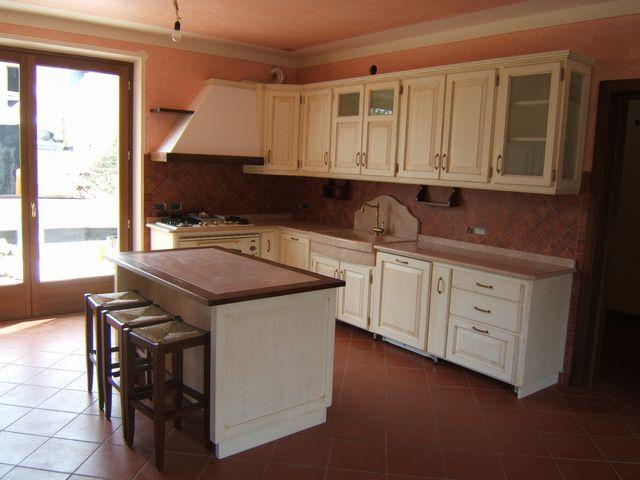 Cucina con isola fadini mobili cerea verona - Cucine in muratura con penisola ...