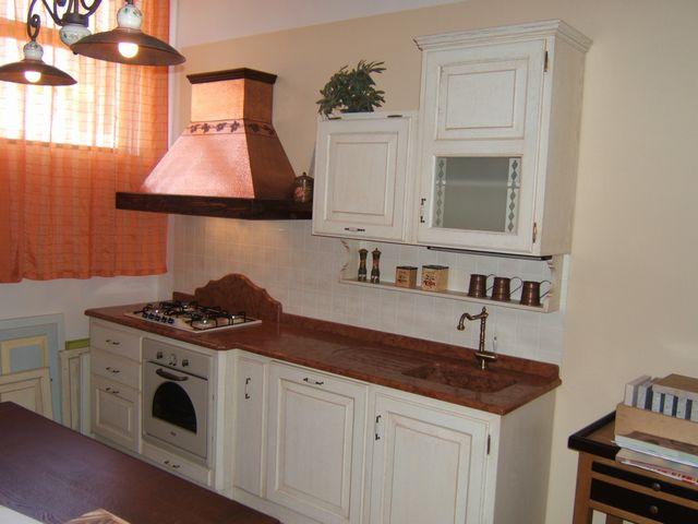 Cucina country provenzale costruita artigianalmente su misura in ...