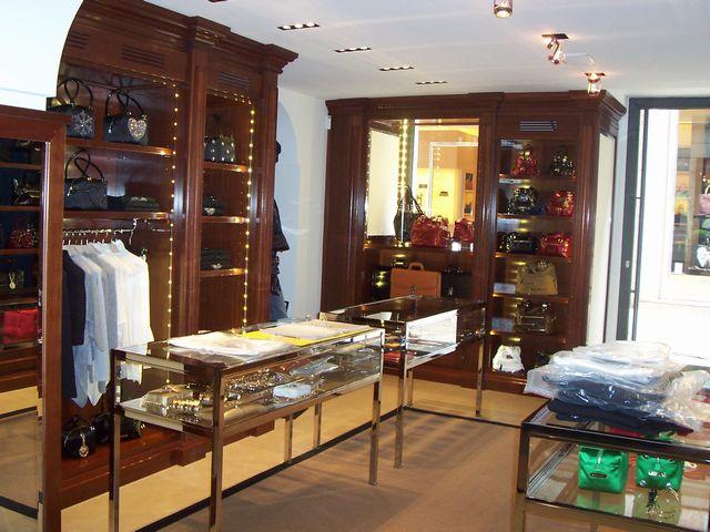Arredamento Negozi In Legno : Arredamento per negozio in legno fadini mobili cerea verona