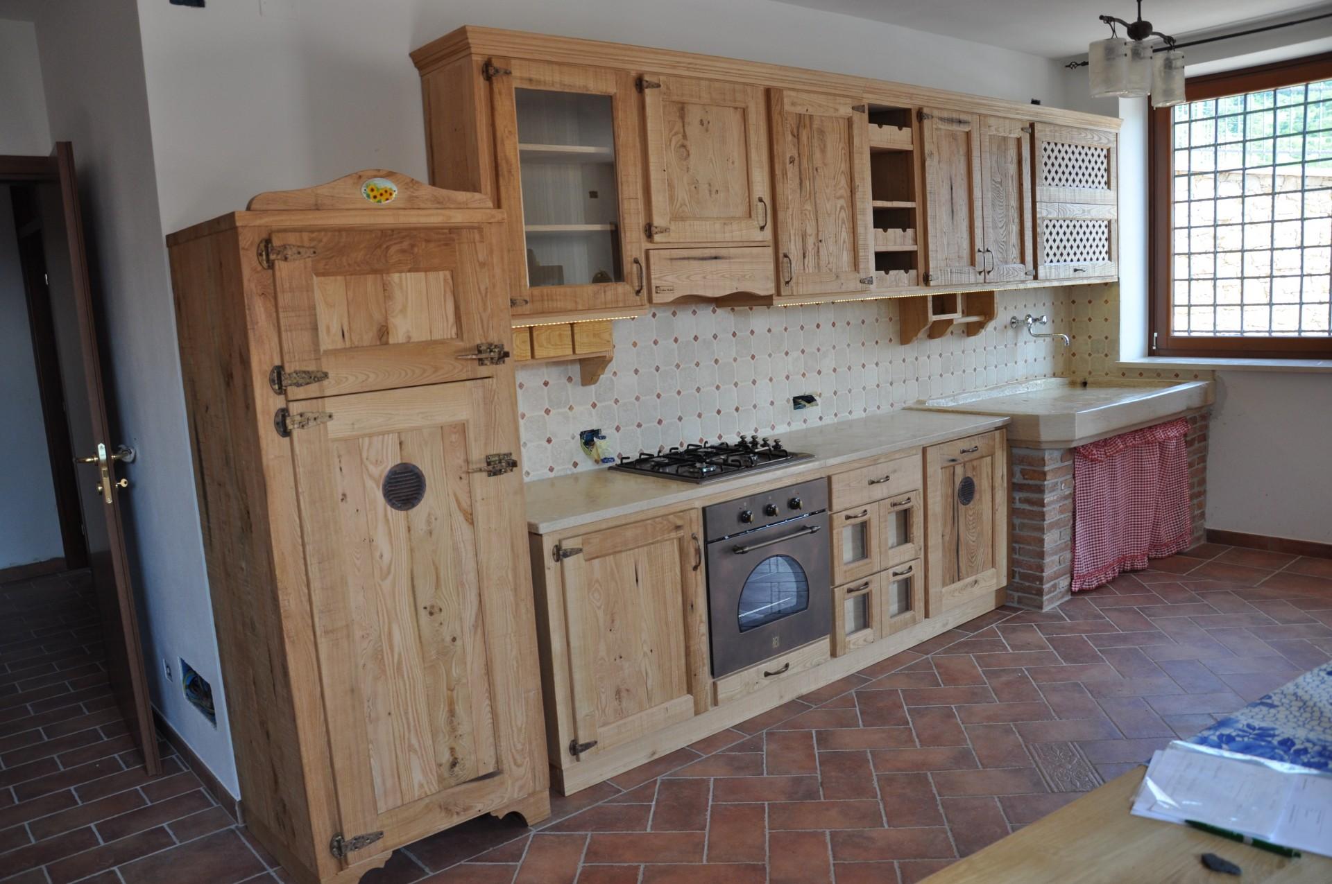 Cucina rustica in castagno fadini mobili cerea verona - Mobili rustici per cucina ...
