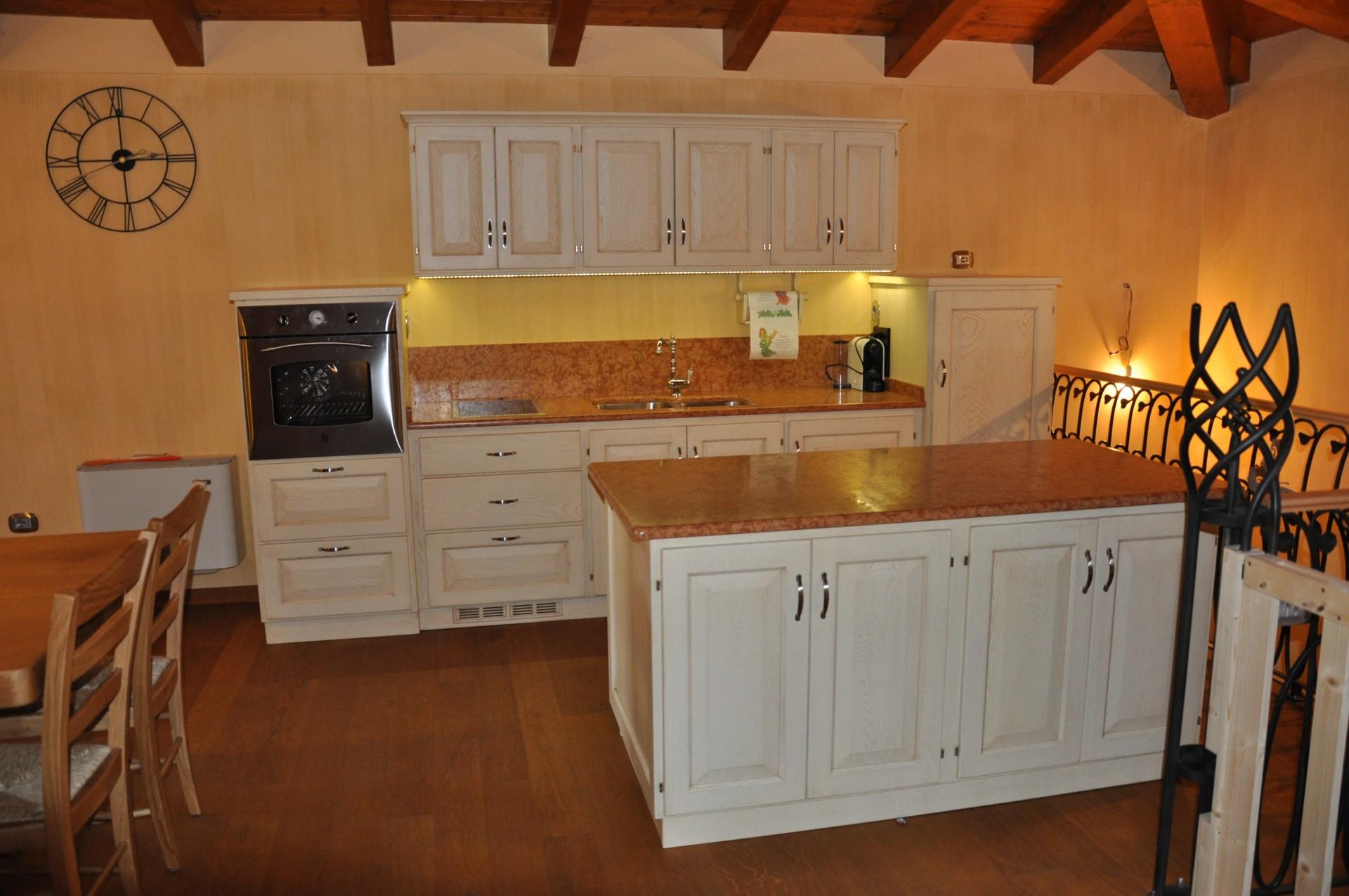 Cucina in rovere laccato.   Fadini Mobili Cerea Verona