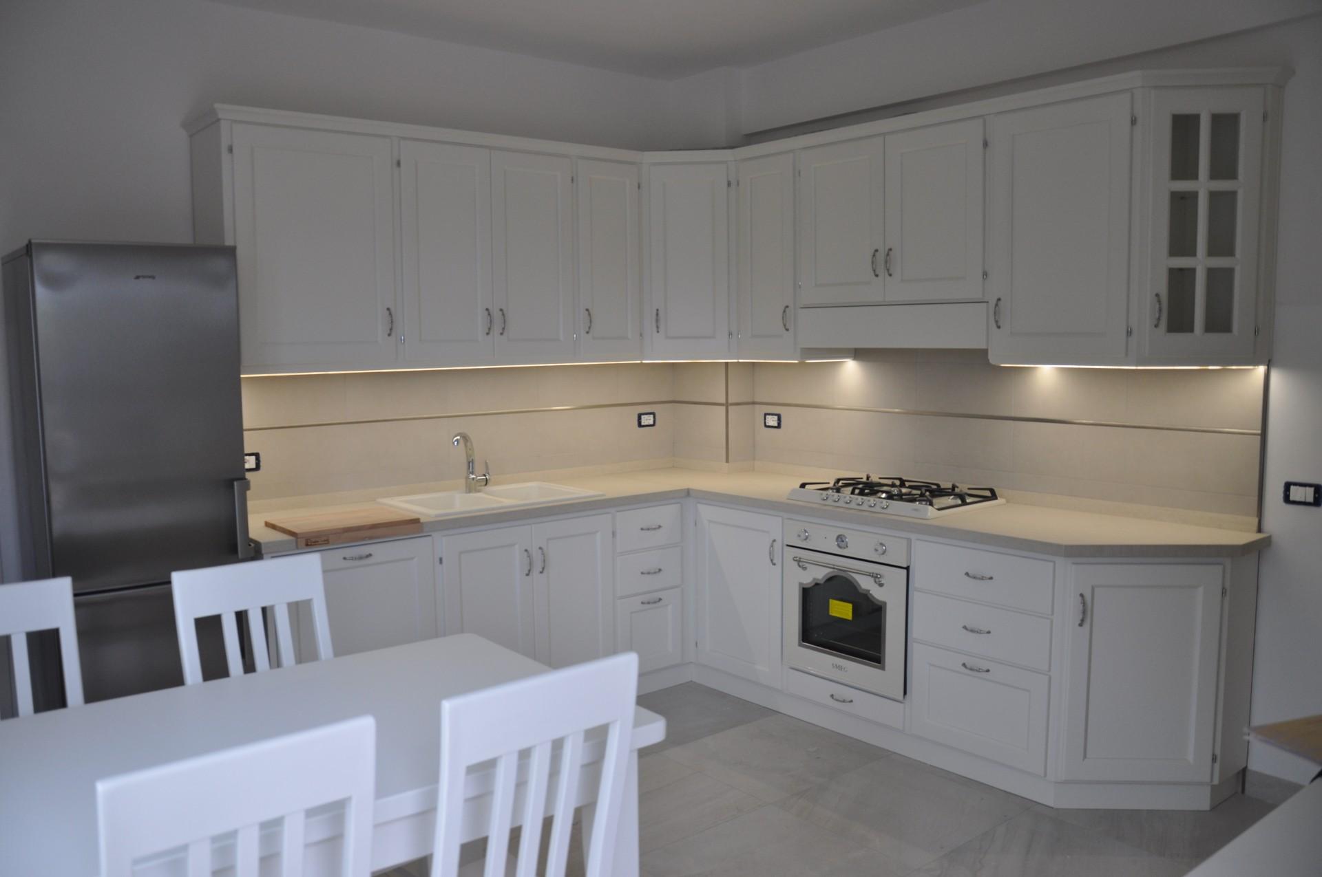 Bancone In Legno Costruito Artigianalmente : Cucina artigianale costruita su misura in legno di rovere fadini