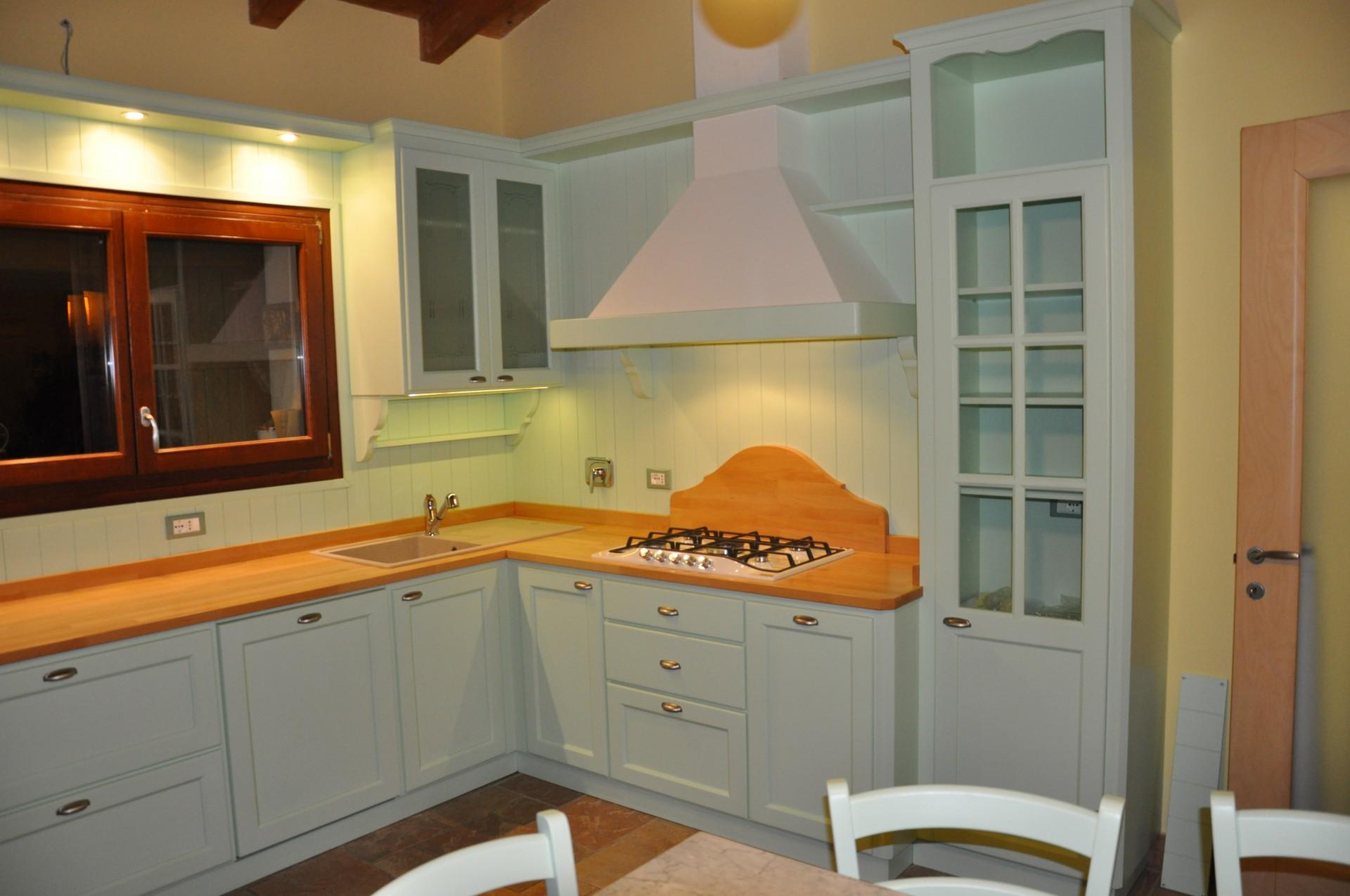 Cucina artigianale color verde. | Fadini Mobili Cerea Verona