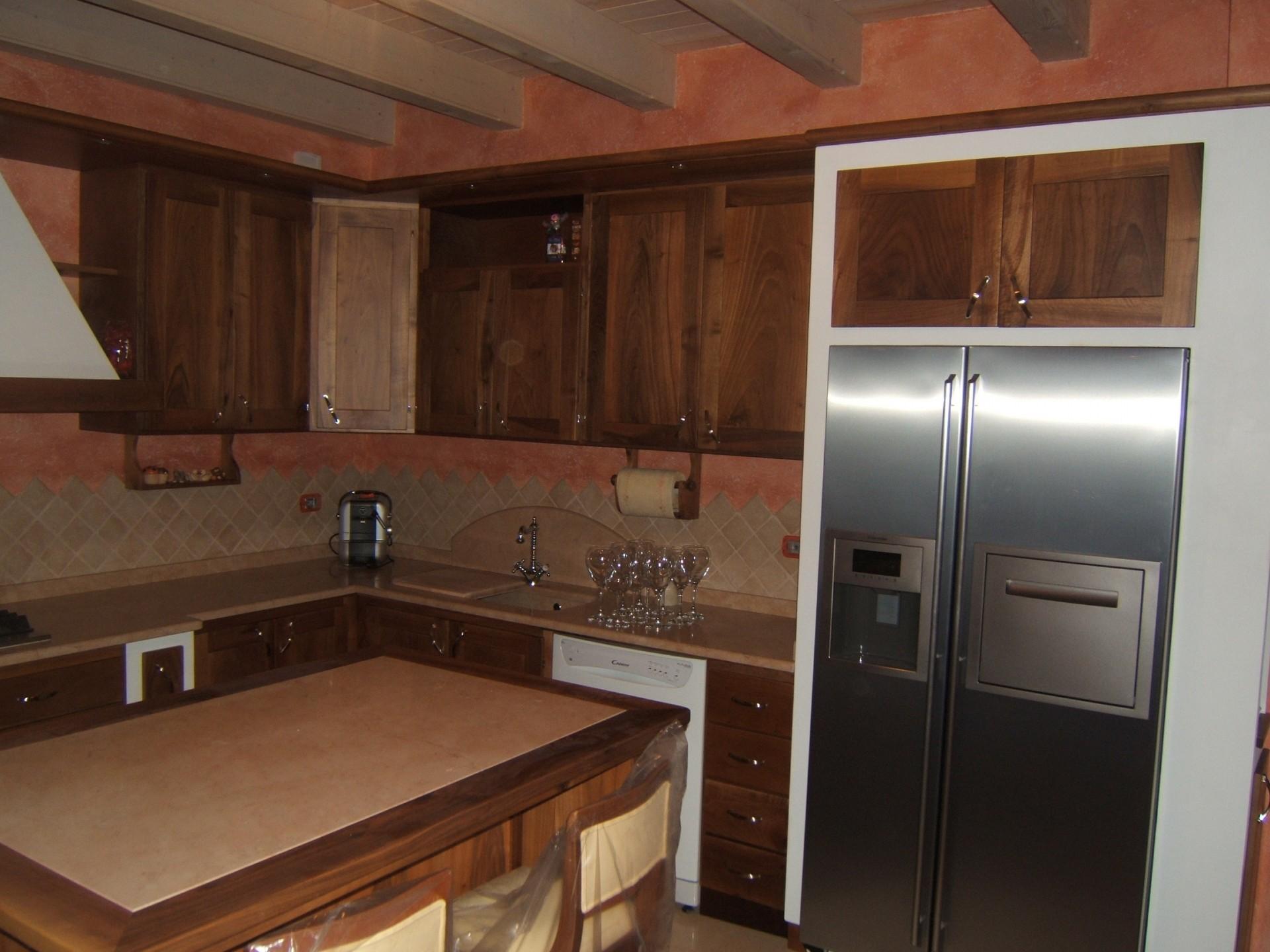 Cucina in muratura fadini mobili cerea verona - Cucine con frigo esterno ...