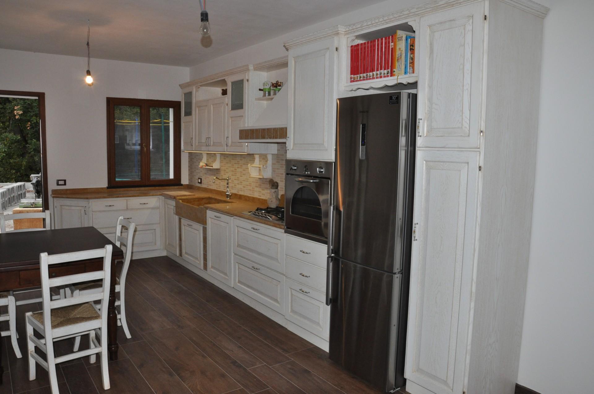 Cucina in legno laccato fadini mobili cerea verona - Cucine con dispensa ...