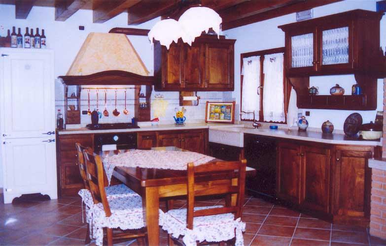 Bancone In Legno Costruito Artigianalmente : Cucina costruita in legno di rovere su misura fadini mobili cerea