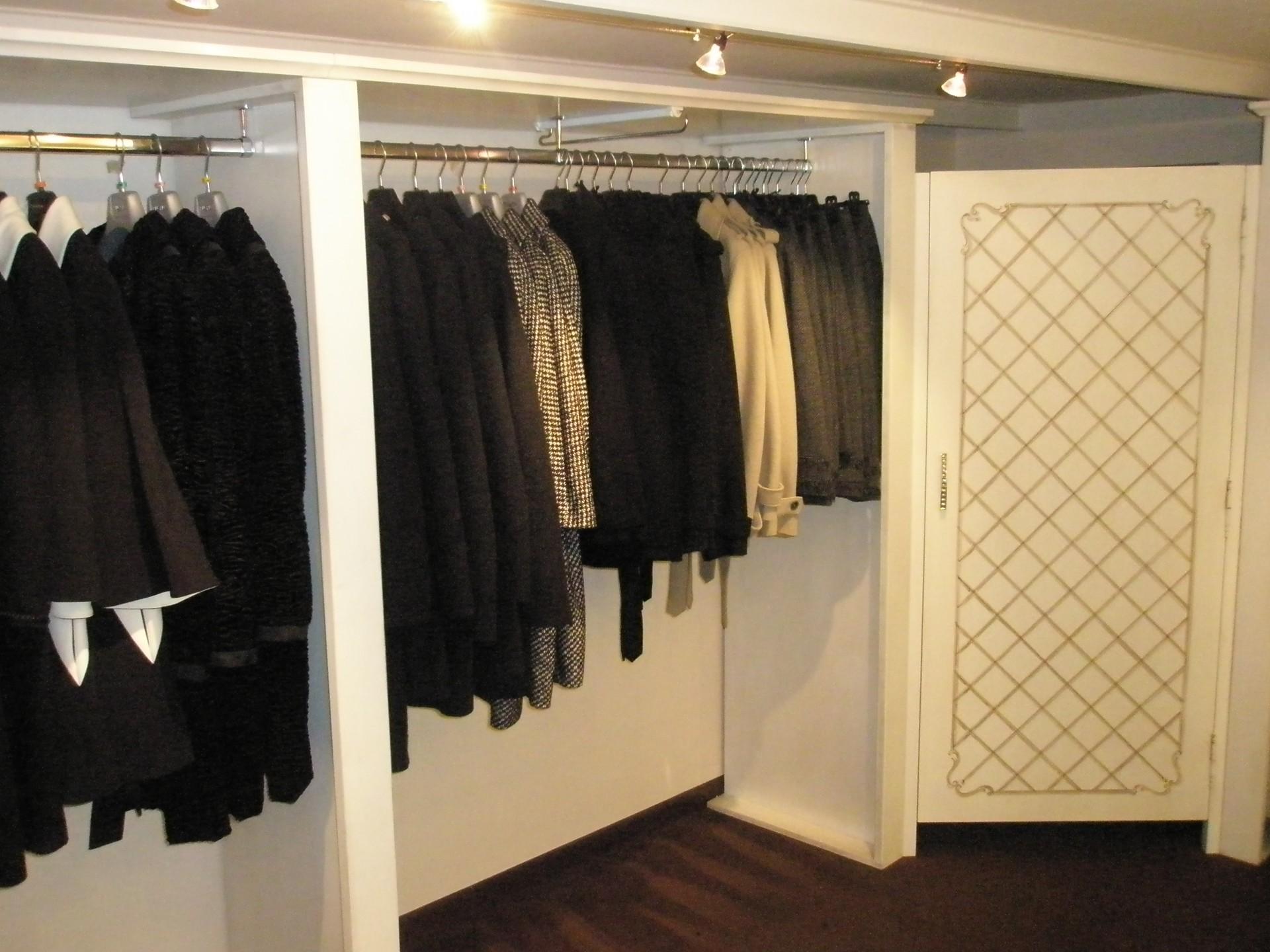 Arredamento per negozio di abbigliamento fadini mobili for Negozi mobili milano