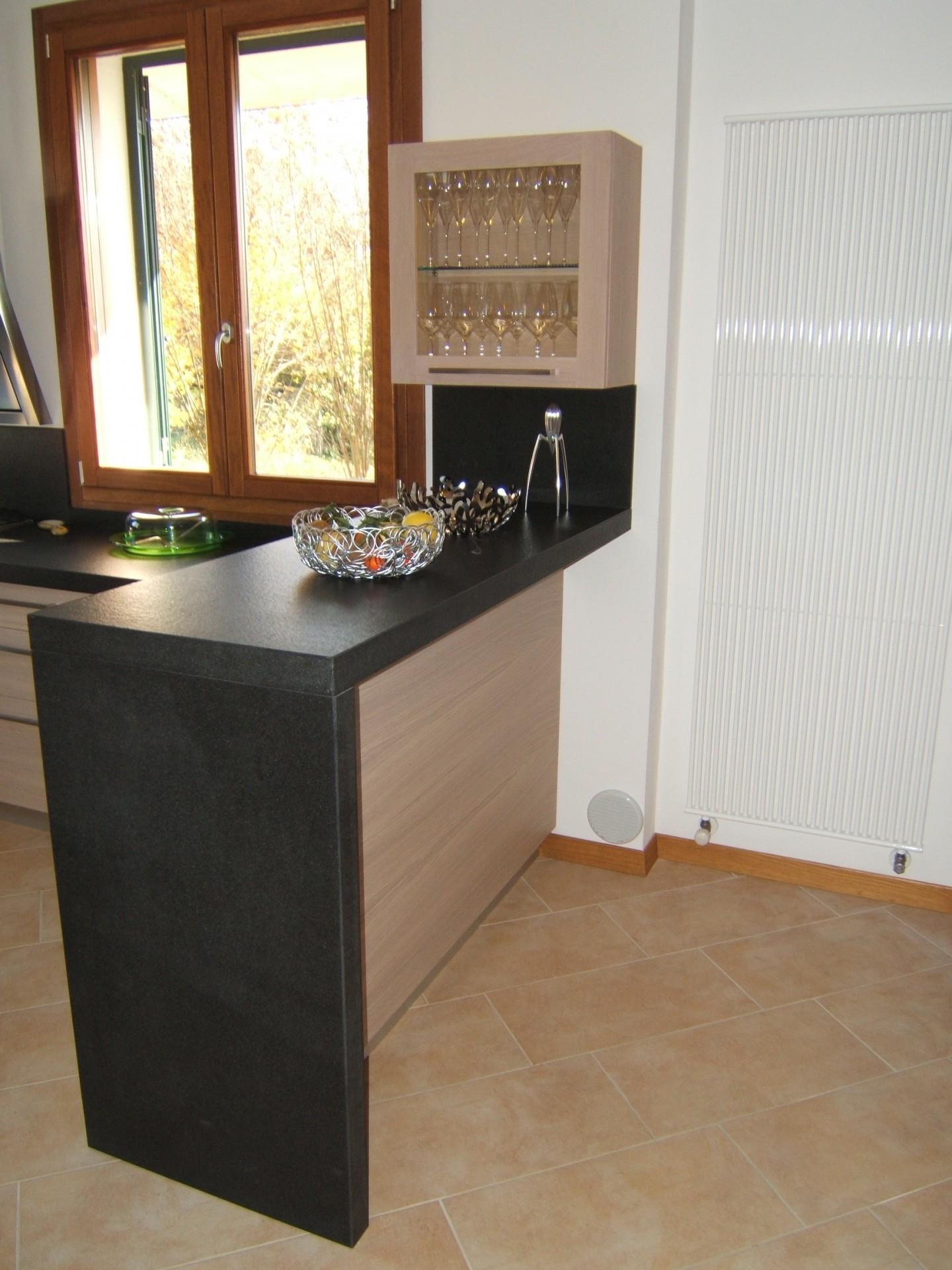 Cucina costruita in legno di rovere su misura fadini mobili cerea verona - Cucine in marmo ...