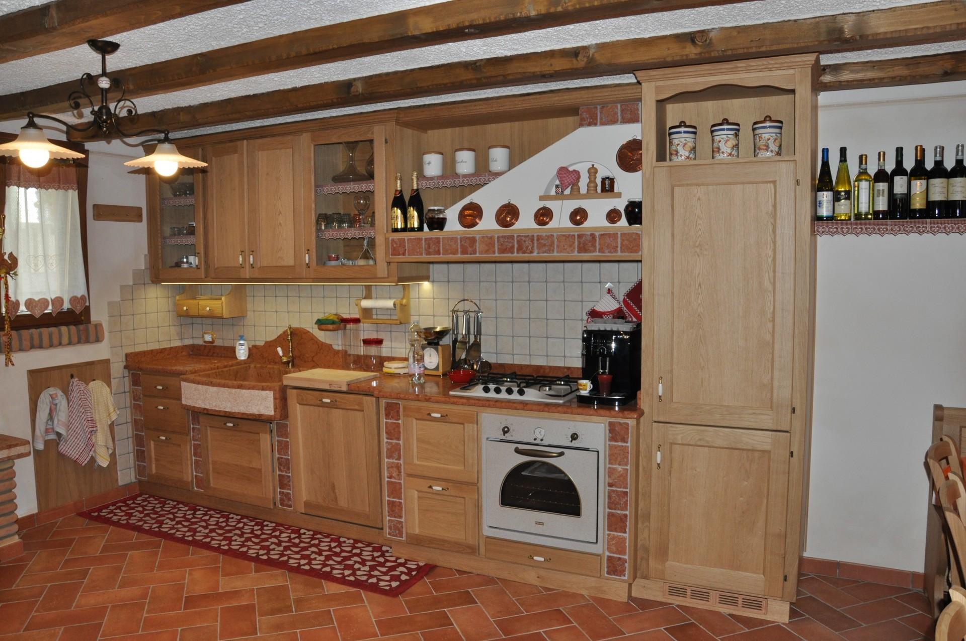 Cucina Con Penisola In Legno Fadini Mobili Cerea Verona