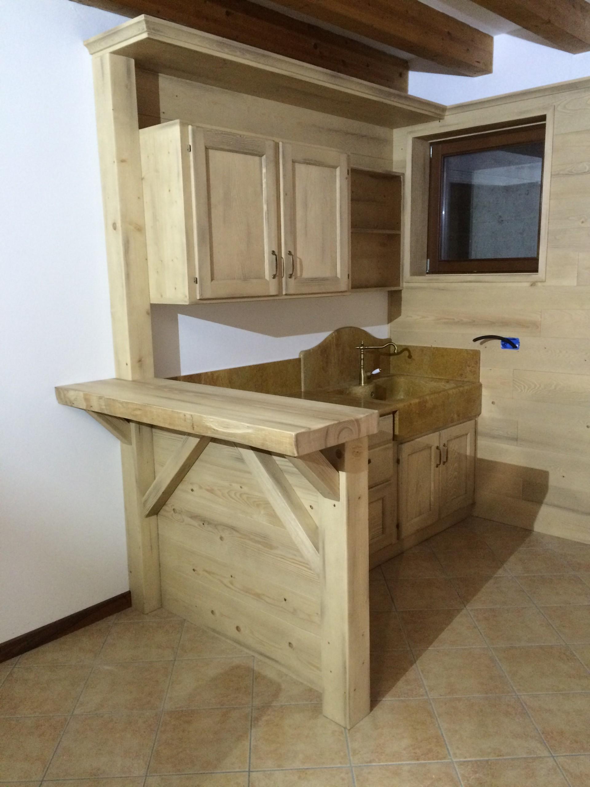 Cucine in legno su misura a Verona