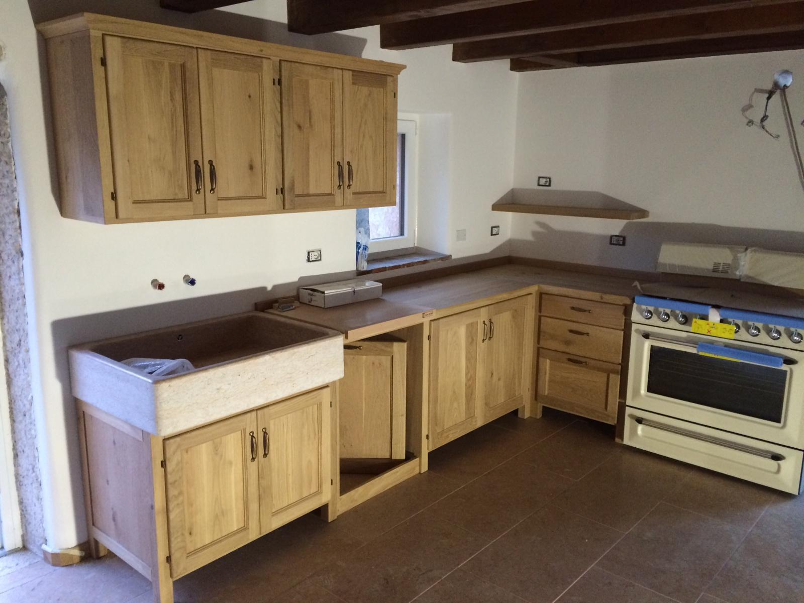 Cucina in muratura costruita su misura.