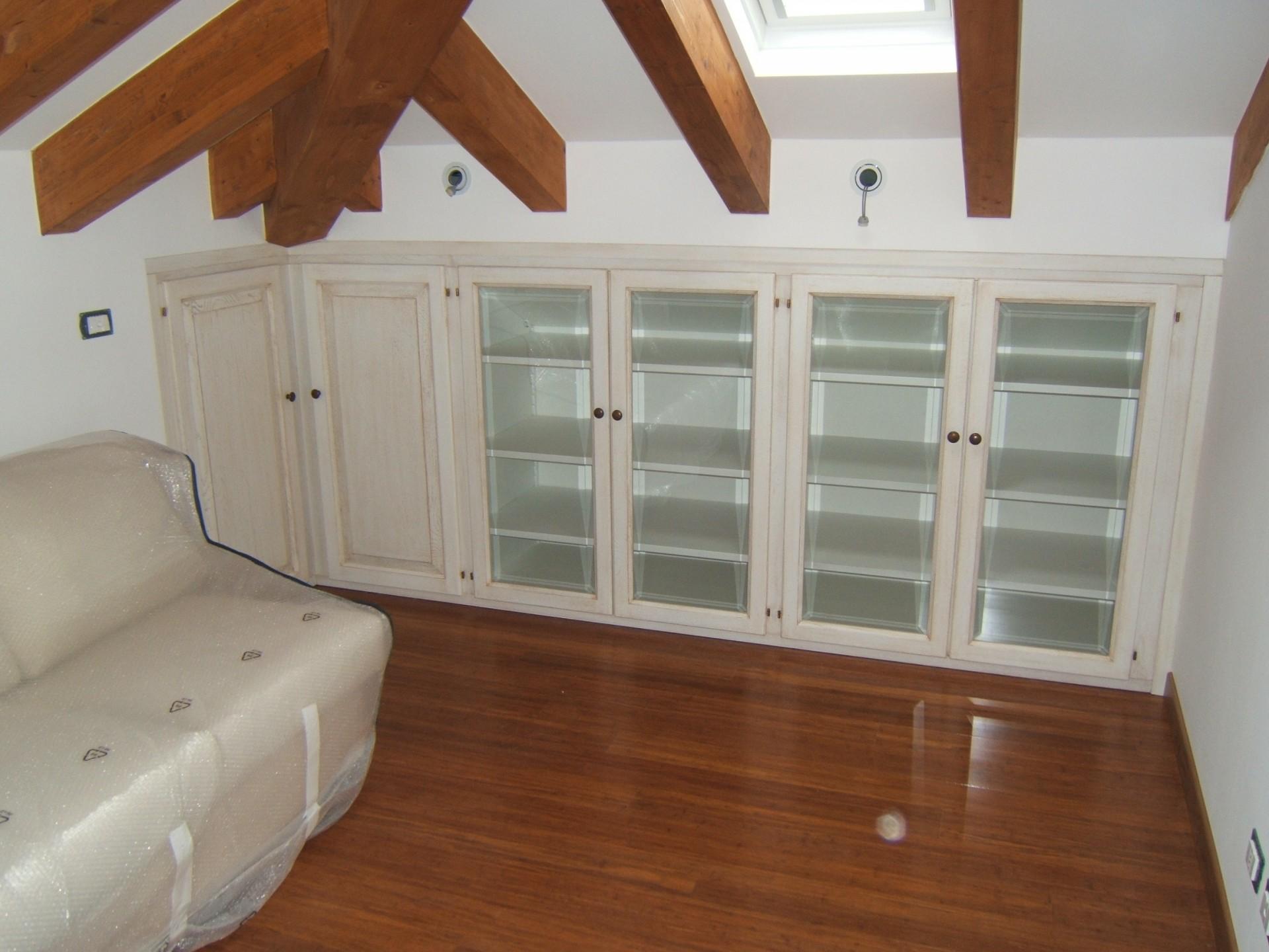 Progettazione arredamenti su misura fadini mobili cerea for Arredamento per sottotetto