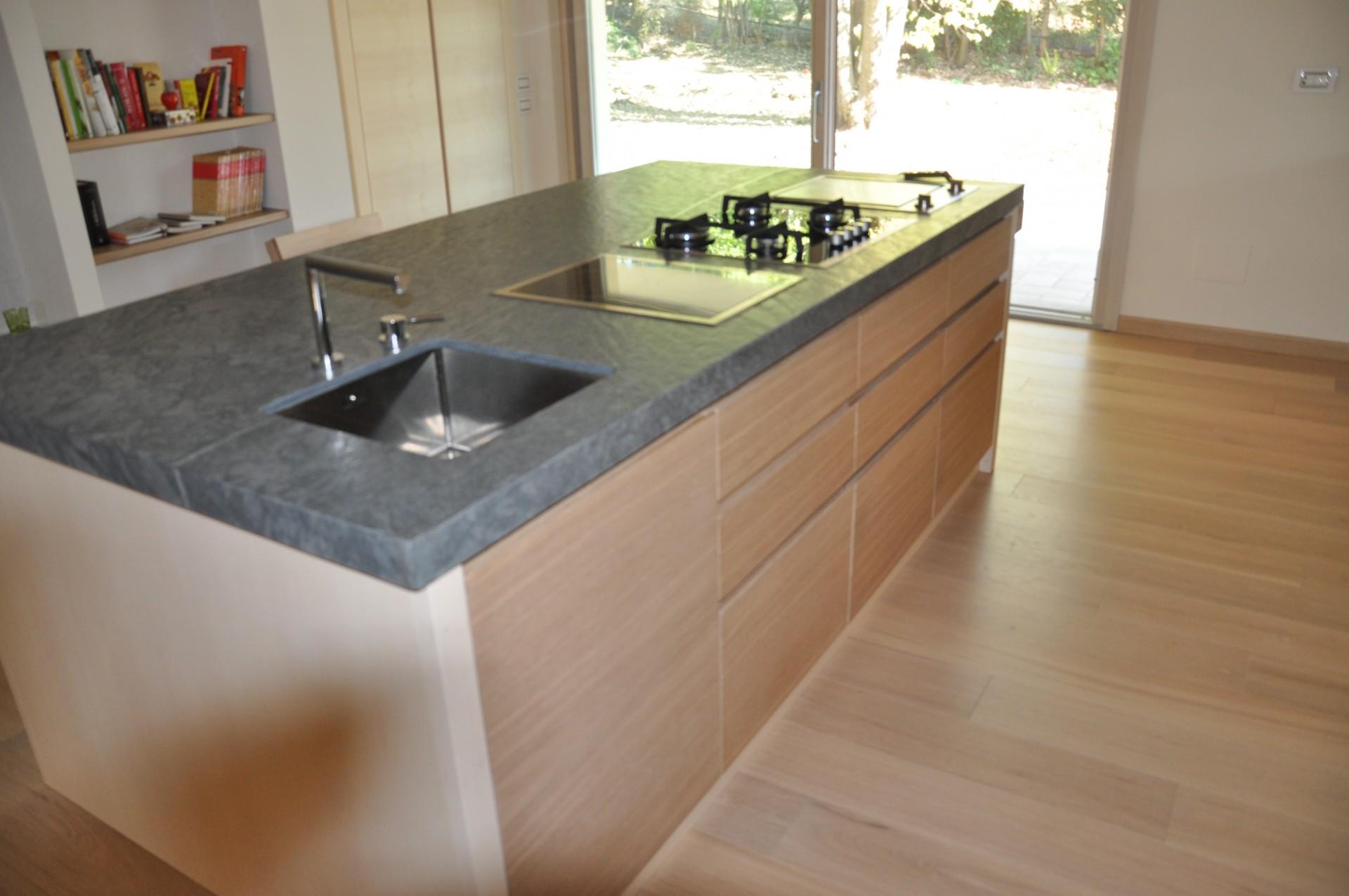 Cucine moderne con isola centrale cucina moderna in legno - Aurora cucine prezzi ...