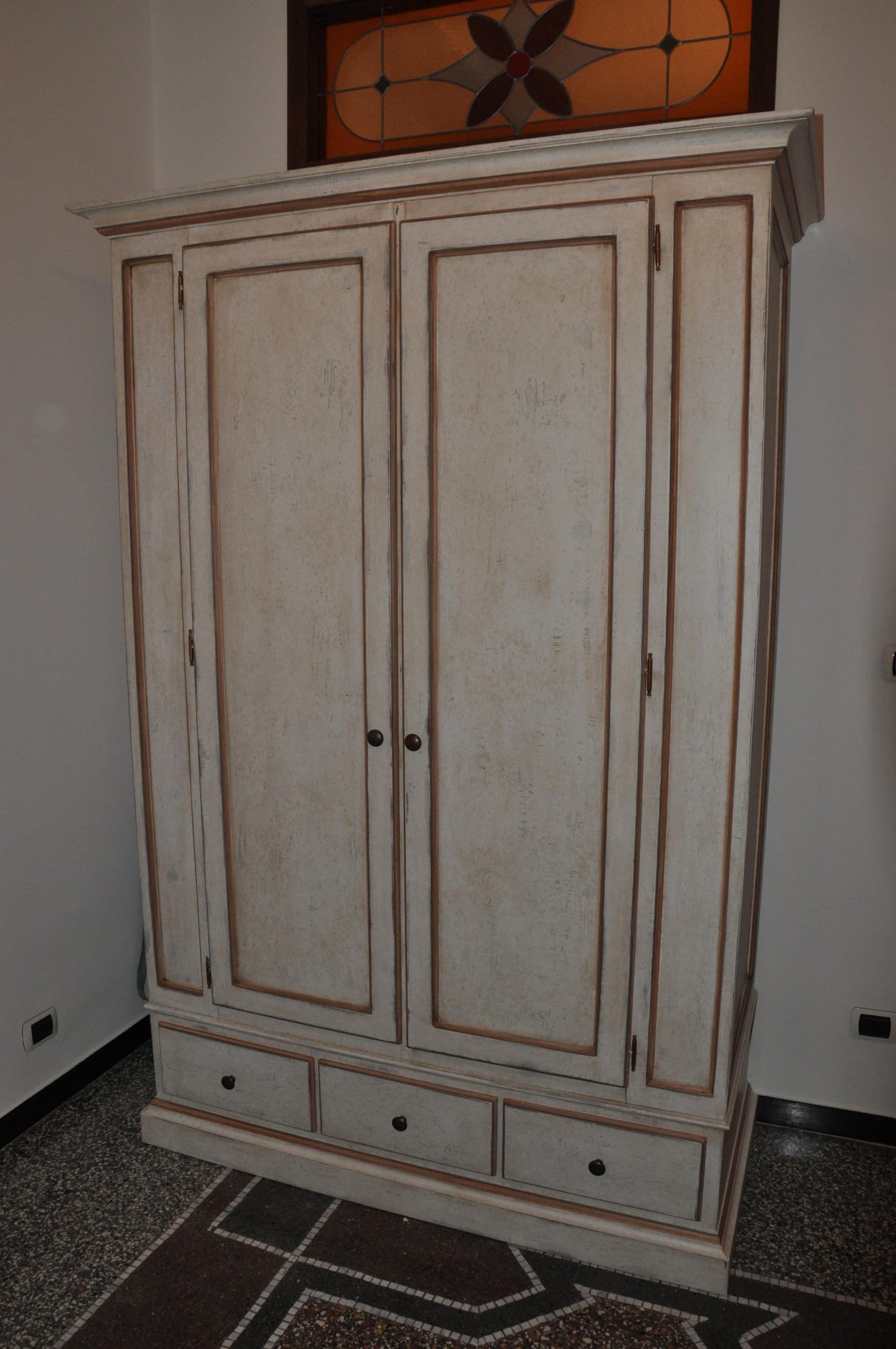 armadietti per esterni in legno: larice naturale.rivestimento in