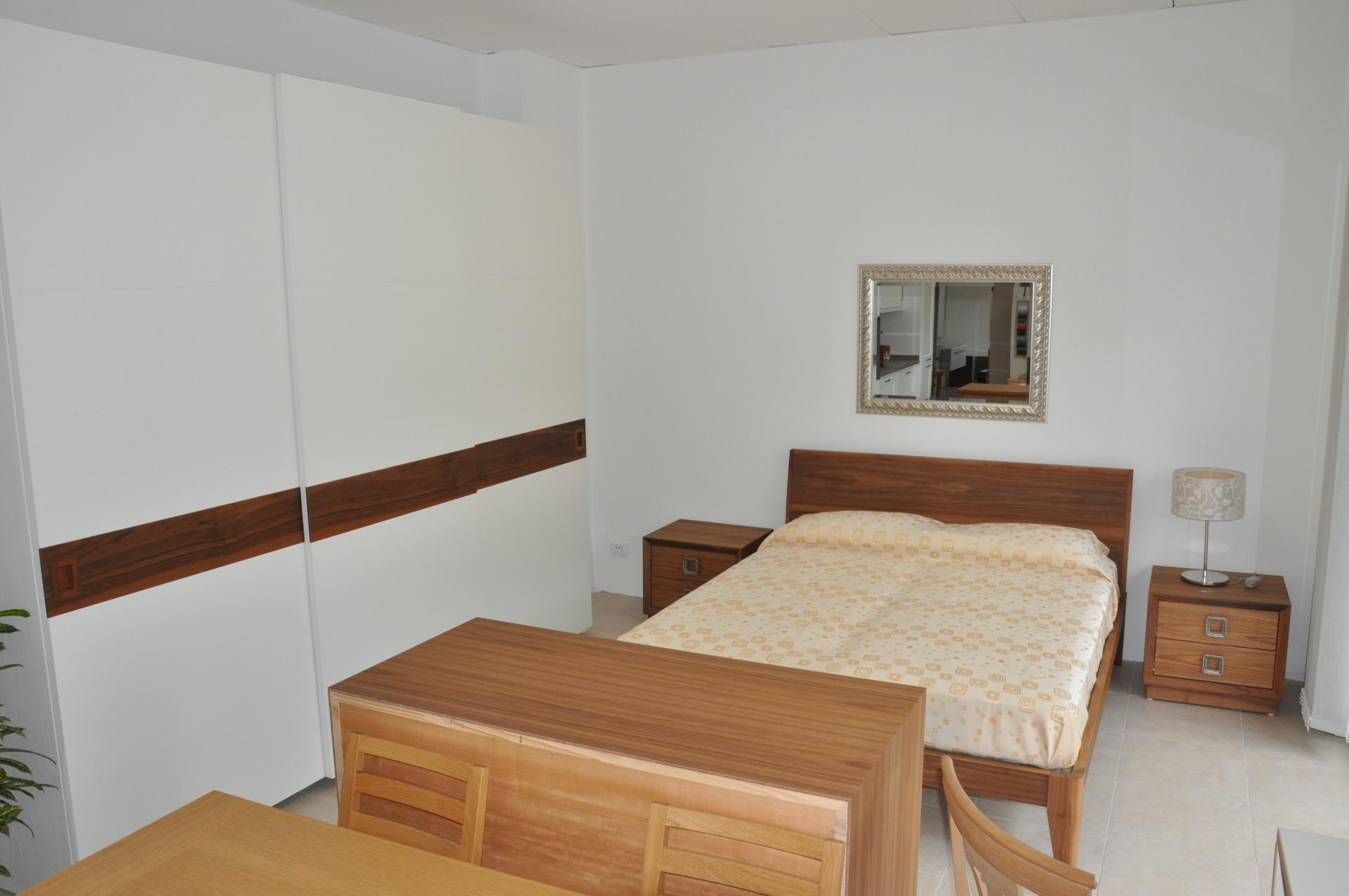 Mobili camera da letto su misura design casa creativa e for Camera letto mobili