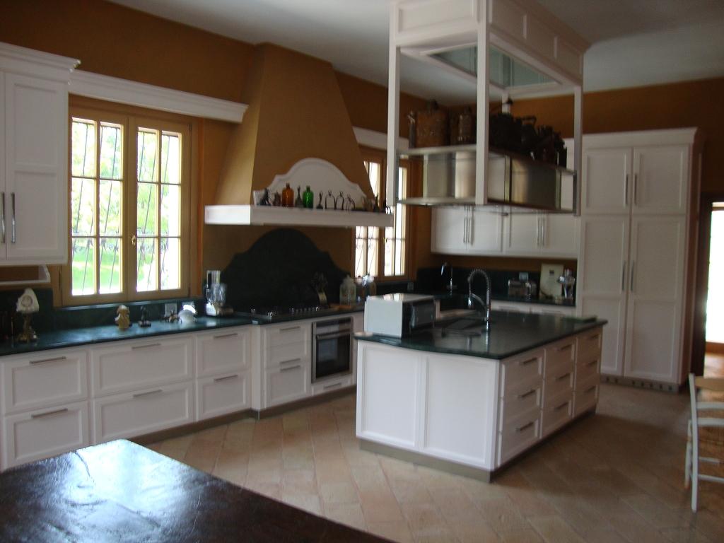 Cucina in muratura con isola car interior design - Cucinini in muratura ...
