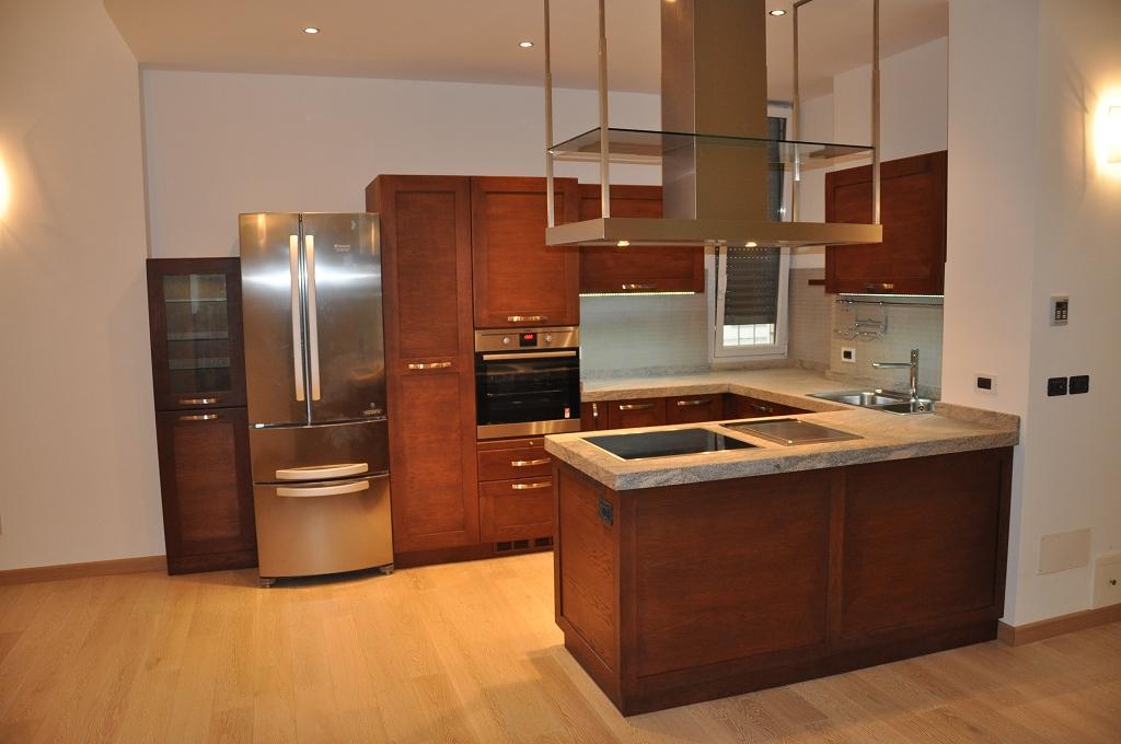 Cheap cucina moderna con penisola centrale cucine moderne - Isola per cucina rustica ...