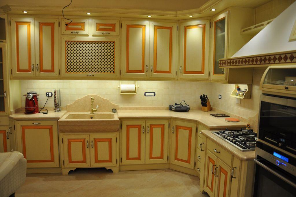Cucina artigianale costruita in legno su misura  Fadini Mobili Cerea Verona
