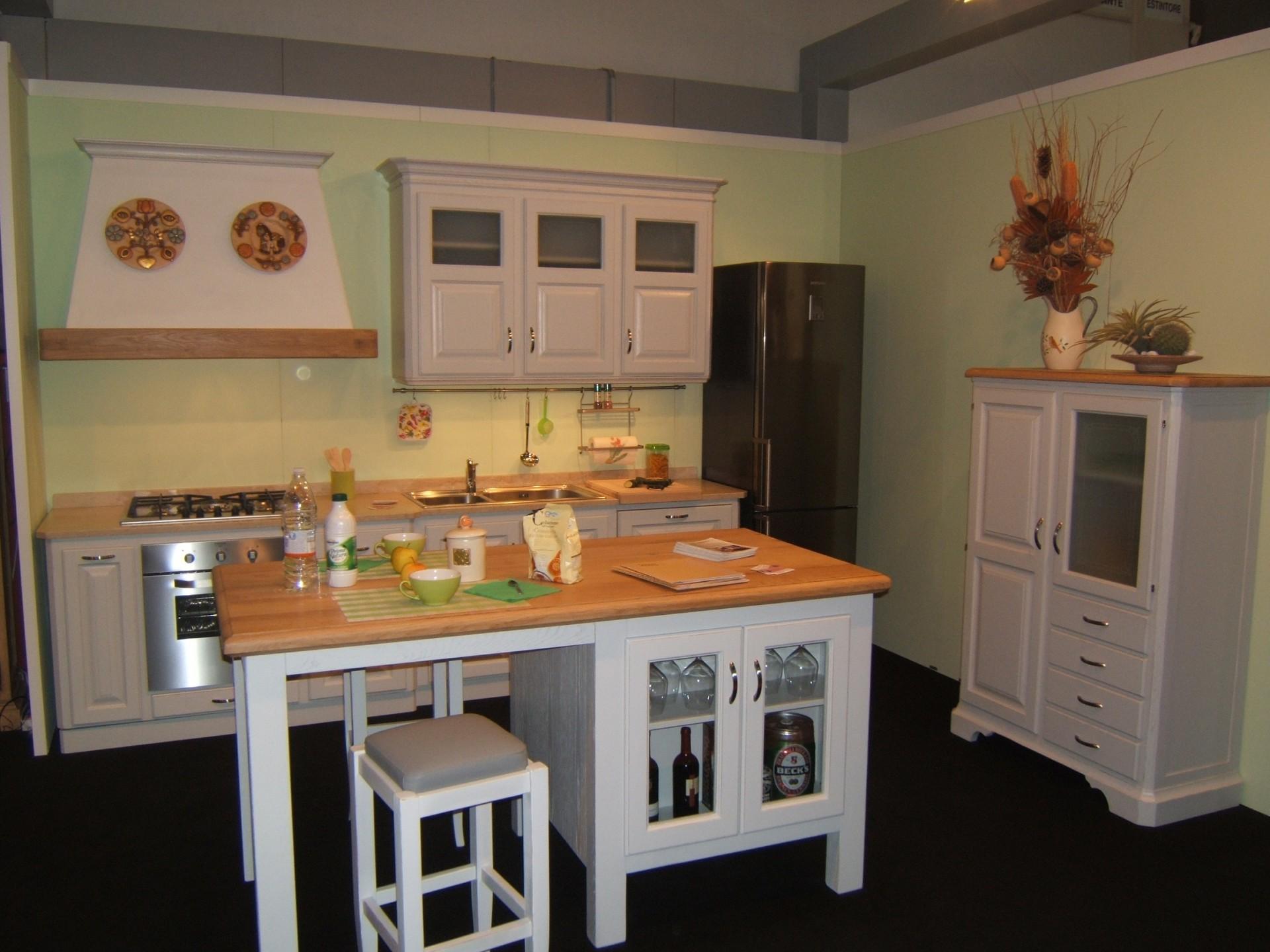 Cucina country laccata a Verona