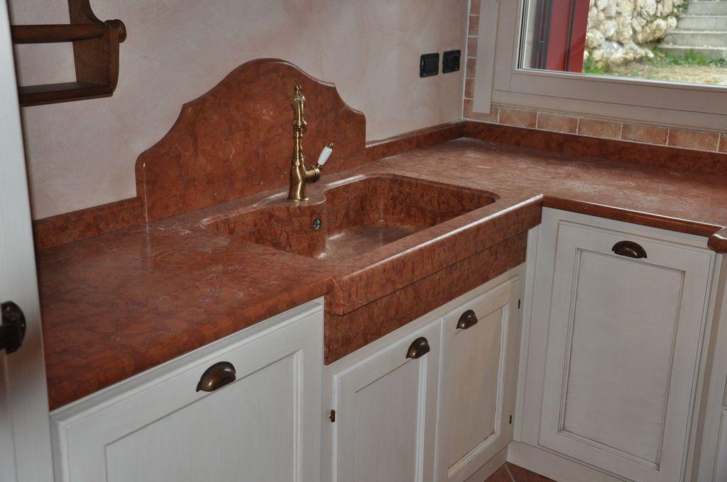 Cucina artigianale in frassino massello laccata fadini mobili cerea verona - Marmo in cucina ...
