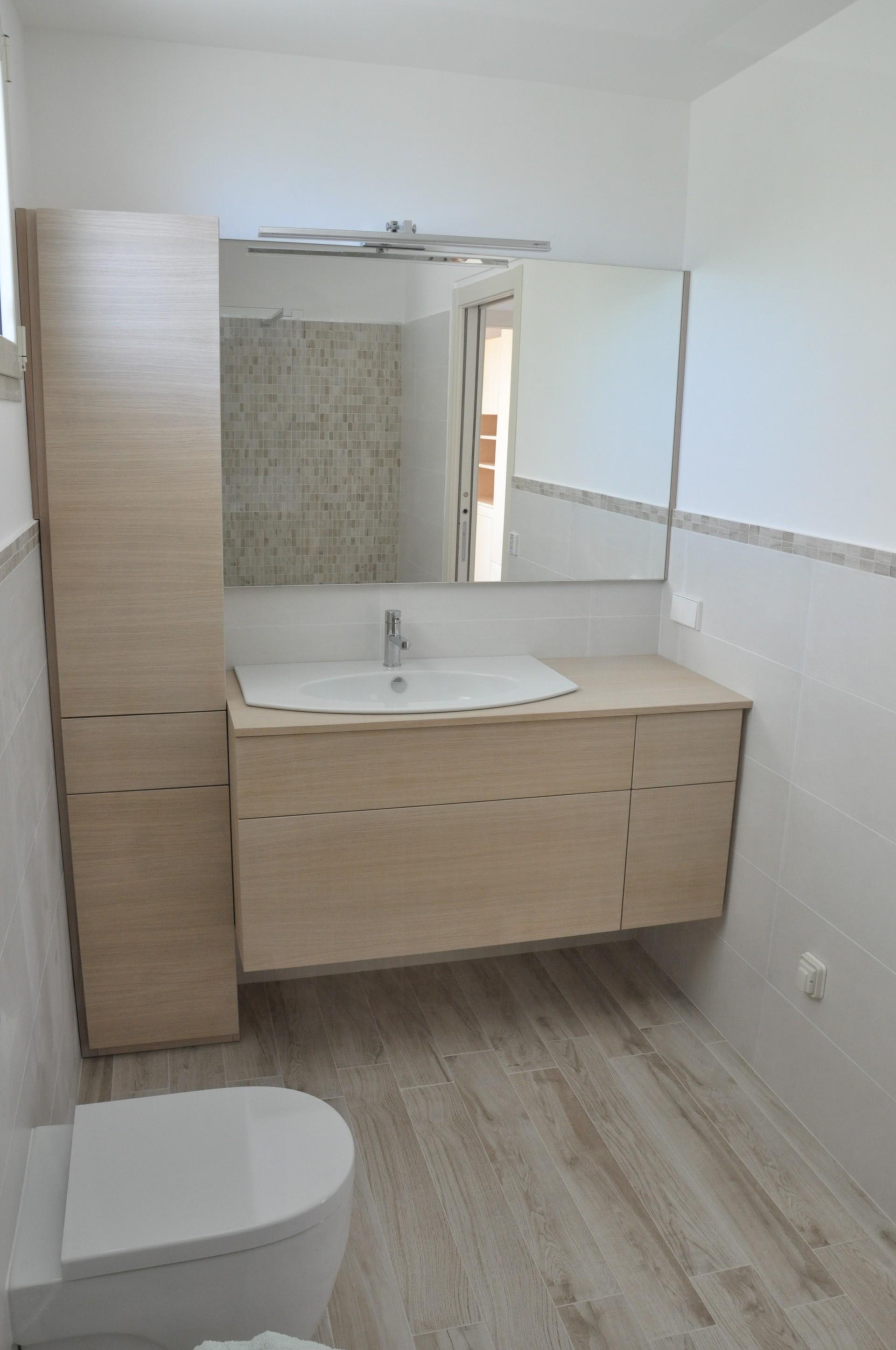 Mobile per bagno in legno di rovere