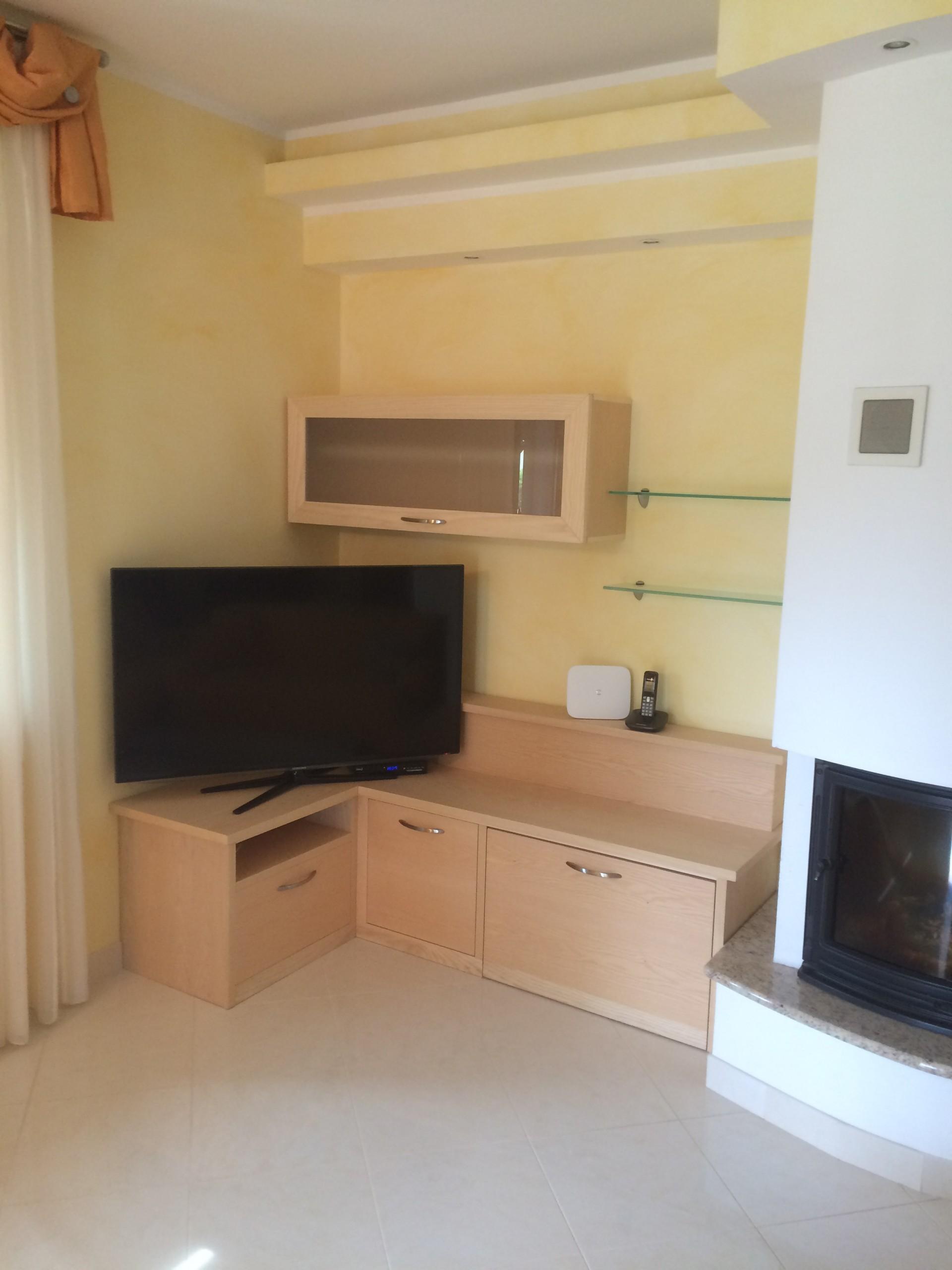 Mobili per sala in legno su misura