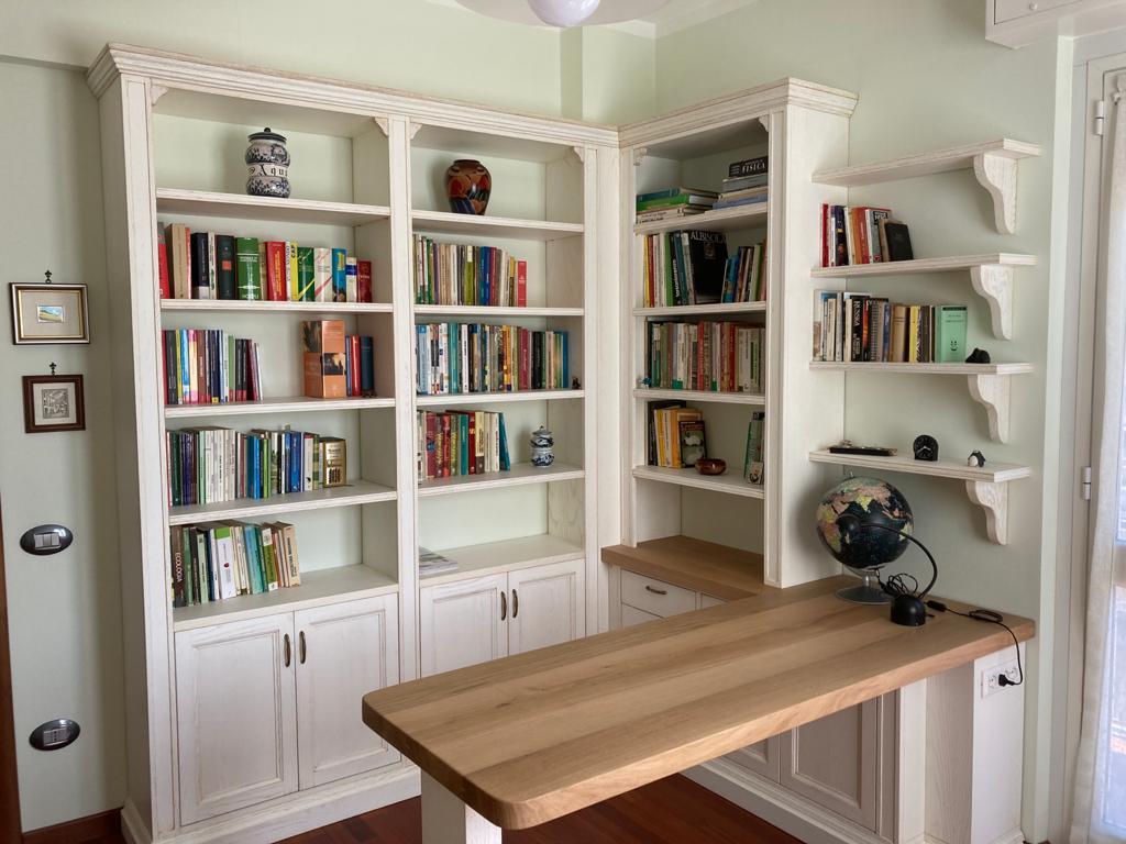 Libreria in legno laccato