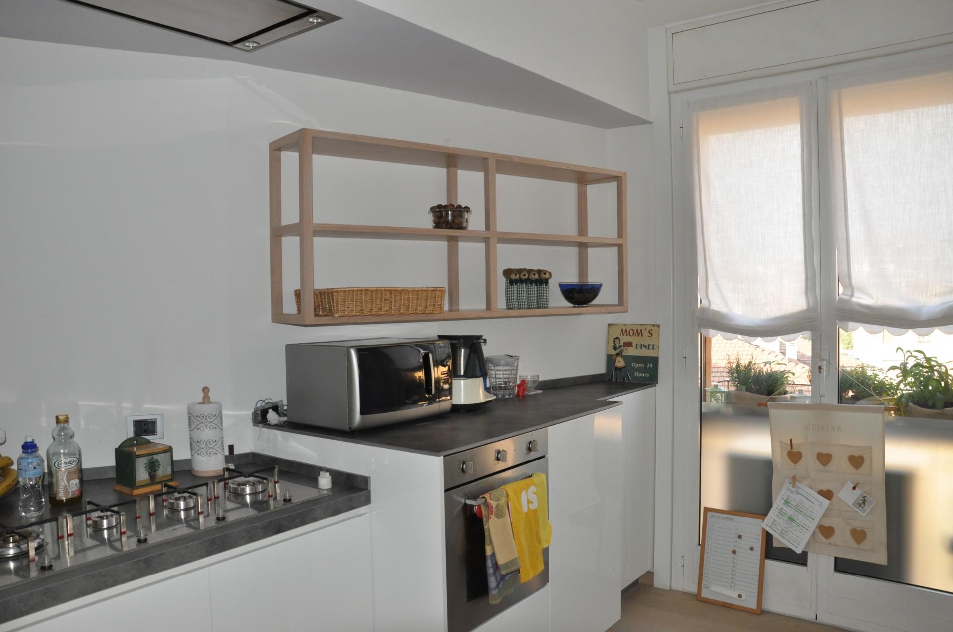 Cucina costruita in legno di rovere su misura fadini - Verniciare ante cucina legno ...
