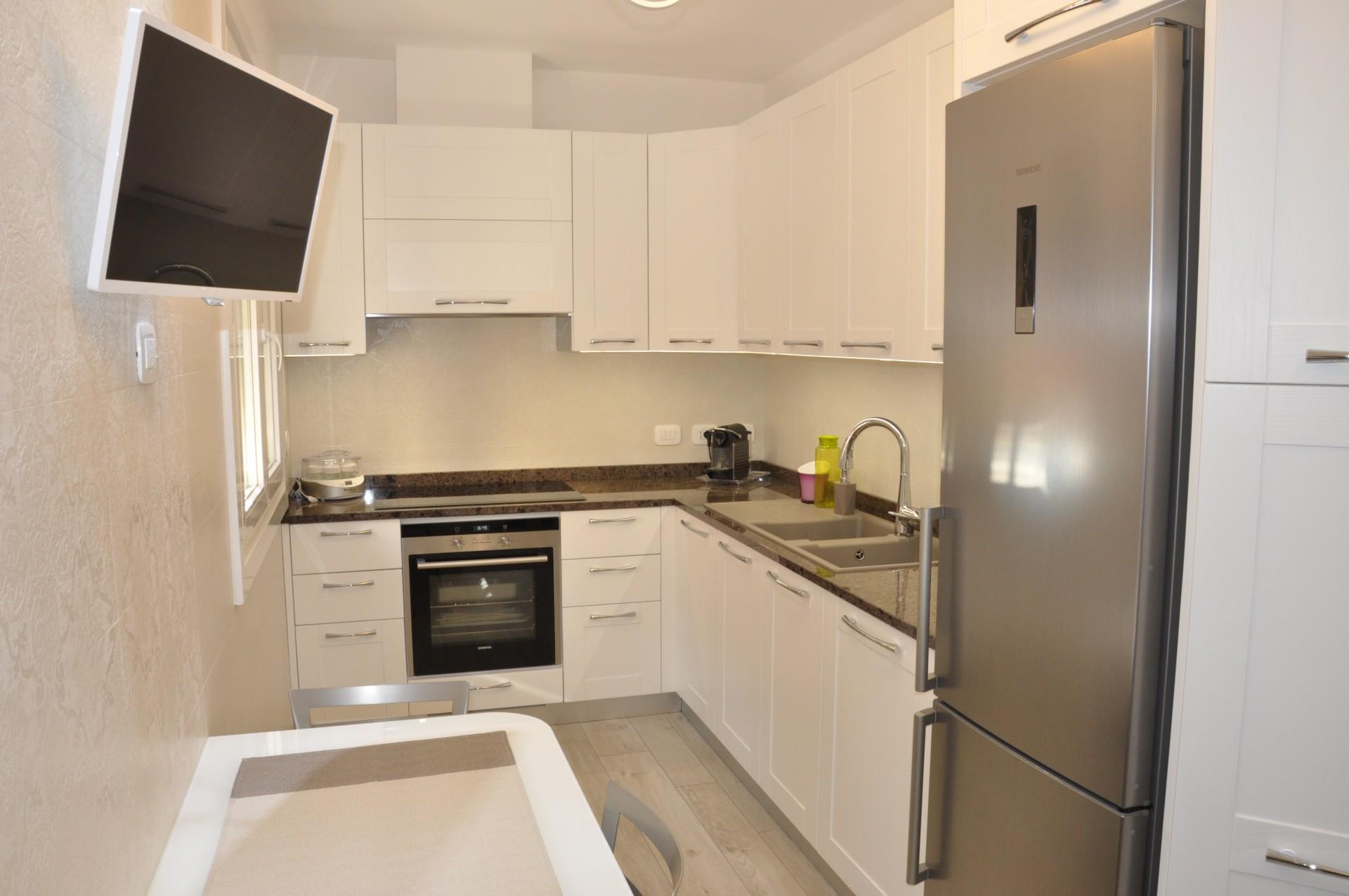Cucina costruita in legno di rovere su misura fadini mobili cerea verona - Mobili cucina moderna ...