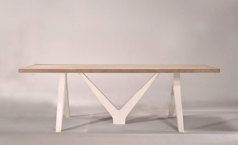 Tavolo in legno a Savona