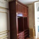 Cabina armadio in legno su misura.