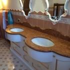 Mobile per il bagno in stile classico.