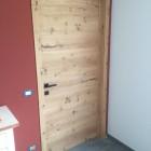 Porta in legno di rovere rustico.