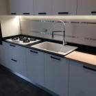 Cucina moderna in bilaminato bianco