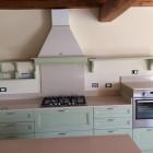 Cucina moderna in legno.