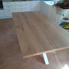 Tavolo con basamento in ferro