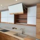 Cucina moderna in legno a Modena.